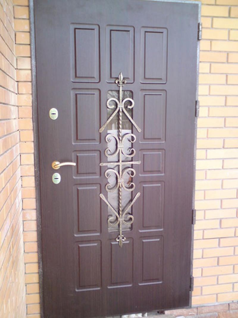 Установка металлических дверей фото